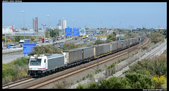 TECO en Cornellà (javier-lopez) Tags: ffcc railway train tren trenes adif comsa crt comsarailtransport mercancías teco contenedor contenedores 253 traxx renfe amf rosco lgnss laagrss transfesa cimar barcelonacantunis elespartal cornellà 08052017
