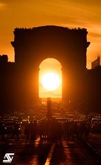 In the middle (A.G. Photographe) Tags: anto antoxiii xiii ag agphotographe paris parisien france french français europe capitale arcdetriomphe d810 nikon sigma 150600 champsélysées sunset goldenhour sun triomphehenge