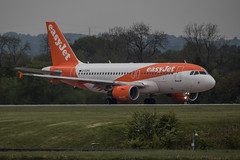 Easy Jet G-EZFK (21mapple) Tags: manchester manchesterairport aircraft airplane airport aeroplane plane jet engine cockpit wing