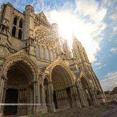- vers le sud - (FRJ photography) Tags: 28 5dmarkiv canon cathedrale catholiqueromain chartres eureetloir flickr france notredame square centre church ciel cloud day god jour monumentshistoriques nuage sky valdeloire vue city fenêtre fenêtres window windows architect architecte arche arches ark arch église nef nave dieu religion religious arc bouté goodness plafond motif enchevêtrement cult cathédrale photo forte symétrie light lumière