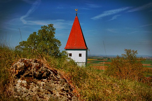 Das rote Dreieck - Kirchturm am Riesrand