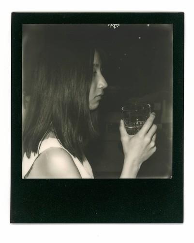 瑩. #Polaroid #slr680 #blackandwhite #blackandwhitefilm #signlesscafe #girl #lady #friends #friend #signless #filmphotography #filmphotographic. #meaninglessart #canton #citylife #city #life #impossible #廣州 #広州 #寶麗來 #無謂藝術 #無牌咖啡