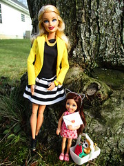 I love you mom (flores272) Tags: barbie barbiedoll chelseadoll doll dolls toy toys outdoors littlestpetshop vintage vintagelps lps dollclothing barbiefashionistas barbieclothing