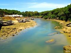 """Conil de la Frontera (Cádiz) by sebastiánaguilar - Conil de la Frontera es un municipio español de la provincia de Cádiz, en la comunidad autónoma de Andalucía. La locución """"de la Frontera"""" alude a la frontera granadina. Es uno de los pueblos más pintorescos de la Costa de la Luz, con lugares de alto valor ecológico e histórico. Su economía se basa en la pesca y en el turismo estacional. Se encuentra situada a una altitud de 41 metros y a 44 kilómetros de la capital de provincia, Cádiz. Es un tranquilo pueblo blanco de pescadores a la orilla del Océano Atlántico, en la Costa de la Luz, al suroeste de la provincia de Cádiz. Es muy conocido por la calidad de sus playas y se caracteriza porque ha sabido conservar sus tradiciones y costumbres, frente a un crecimiento turístico y urbanístico reducido, pero constante.. Forma parte de la comarca de La Janda. Recientemente se ha inaugurado una conexión de fibra óptica que conecta Canarias con la ciudad, que será de gran utilidad para el tráfico de voz y datos entre América y Europa, y cuyo centro de control está en Conil"""