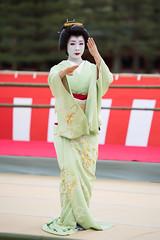 舞 (byzanceblue) Tags: 京都 美晴 祇園東 祇園 芸妓 舞踊 平安神宮 kyoto japan japanese kimono geisha dance maiko gion woman lady female beautiful beauty color bokeh shrine