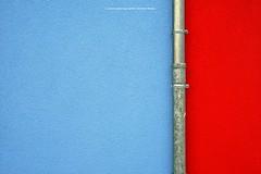 FRISCH GESTRICHEN (rolleckphotographie) Tags: architecture architektur facade fassade minimal minimalism sony simplicity stefanrollar rolleckphotographie colorful zeiss ilce7m2 a7ii düsseldorf