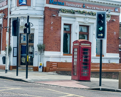 Woodford Green K6 (M C Smith) Tags: telephone box k6 pentax k3 pavement benches winebar windows road building tree lamps white blue red green