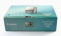Canon, Digital Ixus 750 (Japon, août 2005 - ?) (Cletus Awreetus) Tags: japon appareilphotographiquenumérique apn camera canon digitalixus750 ixus750 compact digitalcamera boîte emballage