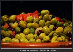 Markt der Genüsse 5 (fotomänni) Tags: markthalle markthallepalma stilleben stilllife markt manfredweis grün green vert verde oliven lebensmittel aceitunas olives