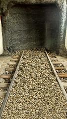 2341  Cerrado (Ricard Gabarrús) Tags: tren vias carretera via carril tunel tuneles cueva riotinto ricardgabarrus ricgaba olympus
