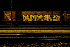 ([gegendasgrau]) Tags: atmo atmosphere ambiance mood moodyweather nature natur feeling railway eisenbahn fr8 fright frightyard rails tracks schienen gleise stahl steel boxcar eaosx brown chrome chromsilber silver night nightshot nightlight nacht nachtlicht light licht shadow schatten darkness dunkelheit environment umwelt urban urbanscenario graffiti graff vandalism slootgang