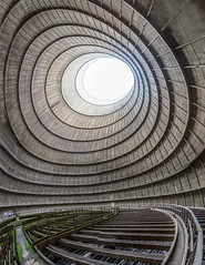 🏭☢️ Der verlassene Kühlturm von Charleroi, Belgien (Creative Commons) 🏭☢️