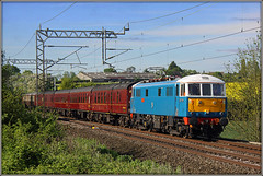 Peter Pan, Dodford (Jason 87030) Tags: electricblue sky lineside location tracks wires fence rape fileds northants northamptonshire eos 50d canon locomotive peterpan lesross 86259 train railway class86 al6 londoneuston wcml carlisle carriages coachingstock passenger charter special shot may 2017 actraction pantograph britishrail uk england greatbritain unitedkingdom can nice livery traction e3137