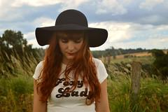 Daniela (Rafaela Gorski) Tags: mulher retrato redhead hat ruiva interior nature natureza vintage rotro girl