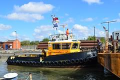 SWS Breda + Haven Seareach (6) @ KGV Lock 25-04-17 (AJBC_1) Tags: riverthames london ship boat vessel dlrblog england unitedkingdom uk ©ajc northwoolwich eastlondon newham londonboroughofnewham tug tugboat nikond3200 shipsinpictures barge royaldocks kgvlock kinggeorgevlock londonsroyaldocks docklands marineengineering swalshsonsltd swsbreda walsh damen cranebarge havenseareach damenmulticat2611 red7marine