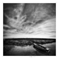 caronte (paolo paccagnella) Tags: laguna veneto paccagnellapaolo phpph©2017 bn bw blackandwhite biancoenero orizzonte original boat territorio ambiente phpph© minimal