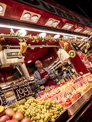 Barcelona 2017: Fruit and drinks (mdiepraam) Tags: barcelona 2017 laboqueria foodmarket fruit drinks