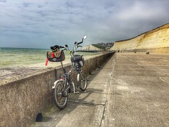 Brompton M6 at the under cliff path (longfellow784@btinternet.com) Tags: brompton foldingbike brighton sussex undercliffpath