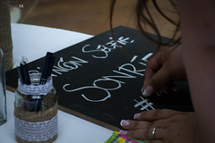 Recuerdos (Javiera Peralta Toro-Moreno) Tags: matrimonio boda wedding fotografia dia day photography nikon blanco white black recuerdo memories pizarra chalkboard lapiz pen hands manos