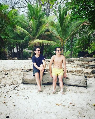Estos dos y las palmeras 🌴💚