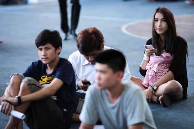 Vẻ đẹp khó cưỡng của những bóng hồng chuyển giới trong đợt tuyển nghĩa vụ quân sự Thái Lan - Ảnh 3.