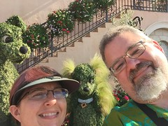 "Tracey and Scott at the Lady and the Tramp Topiary • <a style=""font-size:0.8em;"" href=""http://www.flickr.com/photos/28558260@N04/34431277320/"" target=""_blank"">View on Flickr</a>"