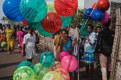 Balloon shop (vinothrajas) Tags: templefestival koothandavartemple kovilfestival koothandavarkovilfestival koovagam colorsofindia street shopkeeper lady streetshop shop balloonshop cwc589 chennaiweekendclickers