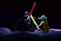 Darth Vader vs Yoda (Gilles Cherriffa) Tags: vader darkvador jedi fight combat starwar yoda lego toys minifigurine playmobil scene lowkey