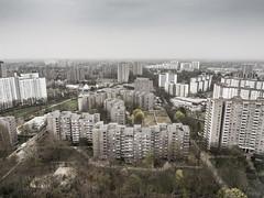 Im Himmel über Berlin (lars_uhlig) Tags: 2017 deutschland germany berlin gropiusstadt neukölln siedlung wohnungsbau housing wohnblocks himmel sky grau grey hochhäuser highrise hochhaus grosstadt