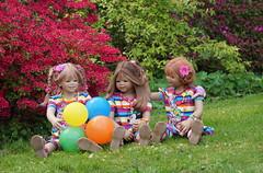 Margie Anne-Moni und Sanrike ... sie macht die Haare schön ... (Kindergartenkinder) Tags: grugapark essen kindergartenkinder blüte baum garten blume park frühling annette himstedt dolls margie annemoni sanrike azalee