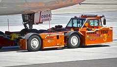 United Airlines tug at San Francisco Airport. 2017. (planepics43) Tags: unitedairlines sfo sfoov sanfranciscoairport airport tug takeoff taxi claytoneddy california cockpit boeing southwestairlines tower weather landing lufthansa 787 747 777 737 767 727 320 380 319 engine deltaairlines