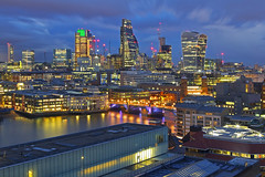 Vola con me / Come Fly With Me (City of London from Tate Modern, London, United Kingdom) (AndreaPucci) Tags: cityoflondon uk london tatemodern southwark bridge night thames andreapucci canoneos60