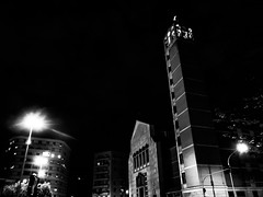 modern church in Rome (FloBue) Tags: 2017 roma rome rom kirche kirchturm church chiesa campanile torre turm belltower tower schwarzweiss biancoenero blackandwhite blacksky nacht notturno night