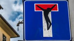 Chacun sa croix... (Fred&rique) Tags: lumixfz1000 raw photoshop italie panneau croix impasse tag art