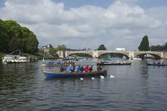 TP48 (EmmaDurnford) Tags: tudorpull 2017 hamptoncourtplace molesey teddington riverthames watermen annual rowing event palaces stela watermanscompany gloriana thamestraditionalrowingcompany flags pennants royalarms henryv111 king tudors livery boats vessels teams
