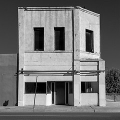 (el zopilote) Tags: 500 tucumcari newmexico street architecture townscape signs theaters smalltowns red canon eos 1dsmarkiii canonef24105mmf4lisusm fullframe bw bn nb blancoynegro blackwhite noiretblanc digitalbw bndigital schwarzweiss monochrome