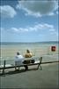 The Beach Road (Fotorob) Tags: hek straatmeubilair voorwerpenoppleinened engeland tafereel erfscheiding meubilair analoog northyorkshire kustplaats england filey
