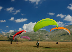 The answer is blowin' in the wind (filippo rome) Tags: colors colori castelluccio umbria nature parconazionaledeimontisibillini mountains montagna montisibillini montevettore mountain italy italia paraglides sky clouds summer