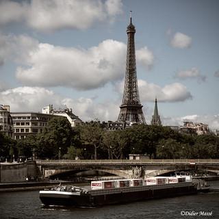 La Tour Eifflel et la Seine