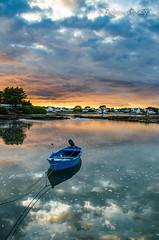 La gueule de Papou (Fabrice Le Coq) Tags: vert eau ciel mer barque bateau soleil nuages cloud sky sea boat fabricelecoq