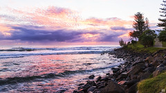 Pretty in pink! (BAN - photography) Tags: sunrise shore park headland rocks daybreak dawn clouds d810 grass trees seascape burleighheads