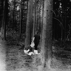 Vergessen & Verloren (One-Basic-Of-Art) Tags: black white bw sw monochrom monochrome einfarbig noir blanc schwarz weis weiss gray gris grey forest wald tree bäume baum man men boy boys male human person people mensch menschen vintage old retro canon fotografie photography 1basicofart onebasicofart annewoyand woyand anne dark dunkel geheimnisvoll darkest darkness dunkelheit finster finsternis mood moody gloomy