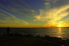 Despidiendo el día. (camus agp) Tags: mediterraneo españa estrechodegibraltar nubes puertos