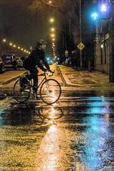 Ghost rider / Ambre et vert (Jacques Lebleu) Tags: rain wetpavement réflexion trafficlights semaforos cycling cycliste montréal ahuntsiccartierville nuit vélo