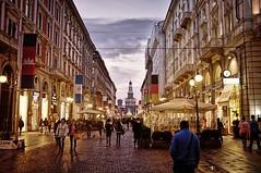 Milano: le lingue si parlano al bar (Milano24ore) Tags: milano bar aperitivo lingue
