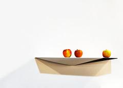 my daily portion (Rosmarie Voegtli) Tags: shadow apples 3 minimal shelf odc ourdailychallenge white background muba basel exhibition 117picturesin2017 afavouritefood 035 smileonsaturday onpurewhite sos
