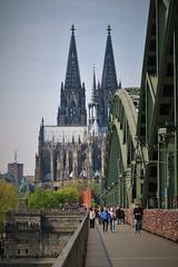 Over the Hohenzollernbrücke (Fernando Chesso) Tags: köln cologne germany deutschland northrhinewestphalia hohenzollernbrücke hohenzollernbridge colônia rhein reno