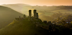 Corfe Castle (Peter Quinn1) Tags: corfecastle dorset sunrise purbeckhills sunlight morning spring fields village