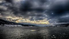 Souvenir d'un jour de glace (Fred&rique) Tags: lumixfz1000 photoshop raw hdr hiver glace lac gelé doubs ciel nuages patineurs eau paysage nature