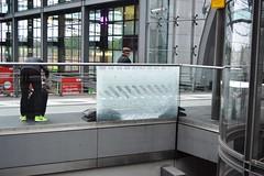 2017_Berlin_5786 (emzepe) Tags: 2017 május tavasz germany alemagne deutschland németország saksa berlin vasút railway eisenbahn állomás vasútállomás bahnhof gara gare station nádraží stanica